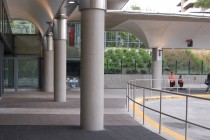 The broad platform provides easy access between the station, adjacent neighbourhoods and important bus routes.